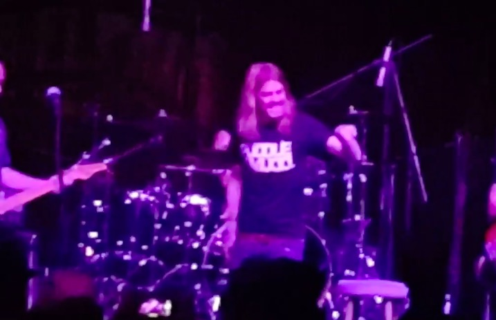 Puddle Of Mudd frontman loses it mid-set, calls out fan for