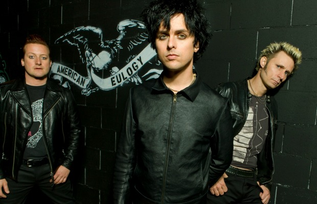 """""""Heartfelt and eloquent""""—Billie Joe thanks Fall Out Boy for inducting Green Day into Hall Of Fame - Alternative Press"""