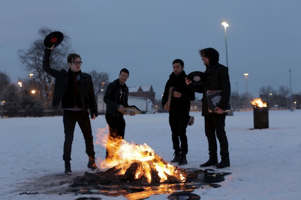 """Watch Fall Out Boy perform """"My Songs Know What You Did In The Dark (Light Em Up)"""" - Alternative Press"""