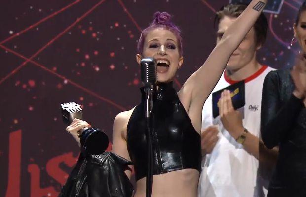 Hayley Williams wins APMAs Best Vocalist presented by AXS TV - Alternative Press