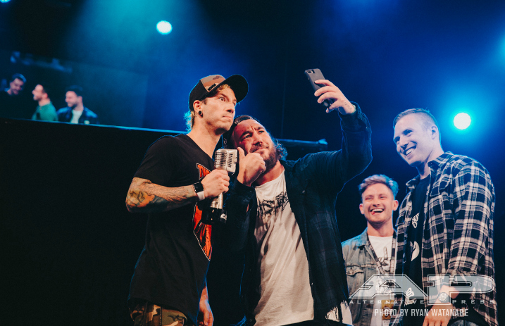 Twenty One Pilots win Most Dedicated Fans at the 2017 APMAs