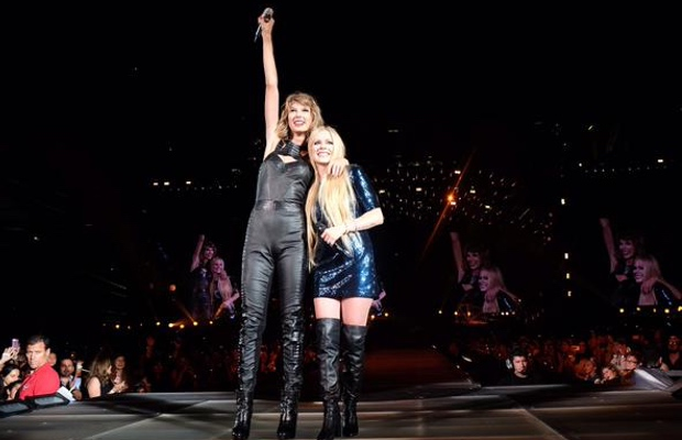 Avril Lavigne Joins Taylor Swift For Complicated Performance Alternative Press