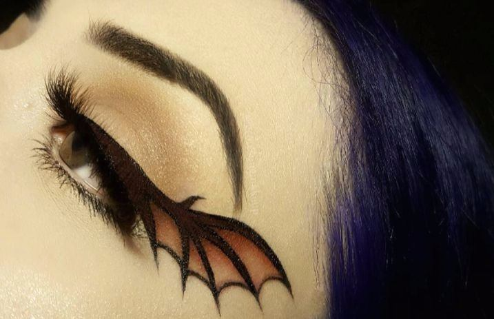 The Bat Wing Liner Trend Is A Witchy Halloween Dream Alternative