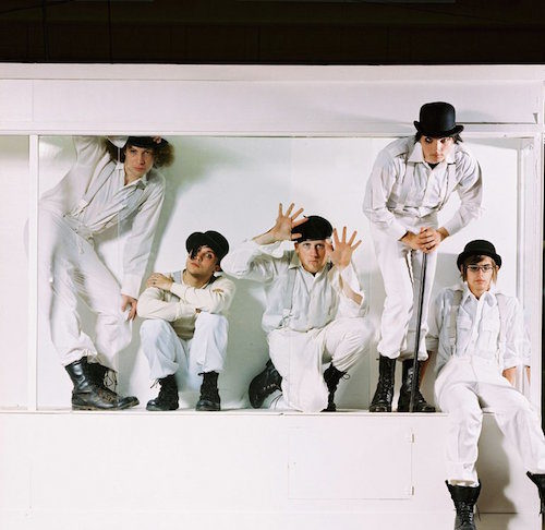 16 memorable promotional photos of bands