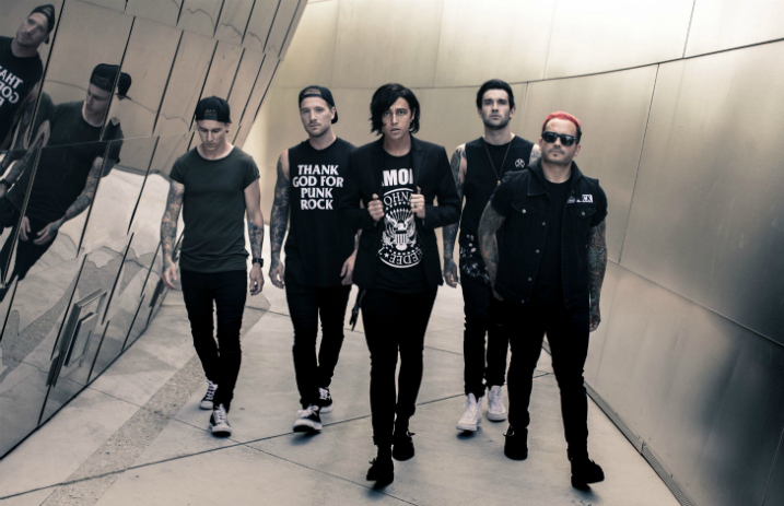 See Sleeping With Sirens frontman Kellin Quinn's amazing 'Gossip'-inspired shoes