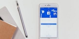 Facebook on mobilephone