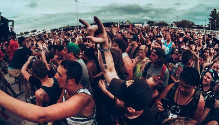 WARPED TOUR 2016 crowd