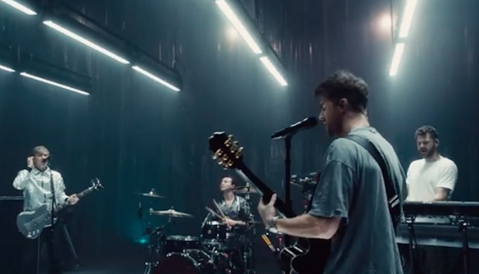 """5 Seconds Of Summer, Chainsmokers release """"Who Do You Love"""" live video"""