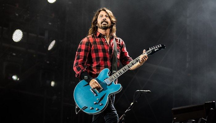 Dave Grohl plays drums for Squeeze, jams to Hall & Oates at music festival