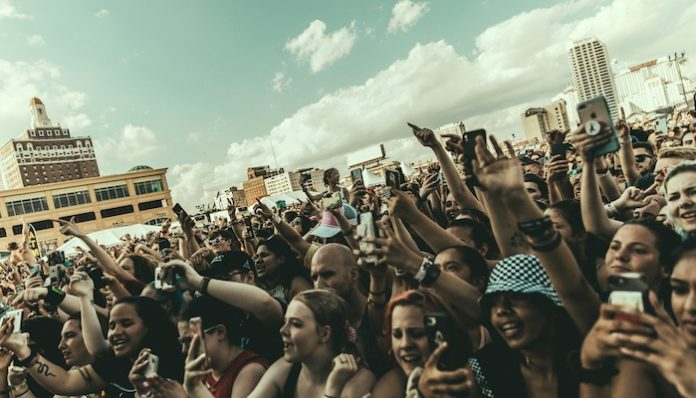 warped tour crowd