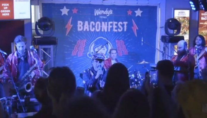 wendys baconfest har mar superstar