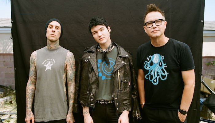 "blink-182 join Goody Grace for moving ""Scumbag"" performance"