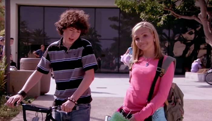 'Zoey 101' cast reuniting for 'All That' skit fuels reboot rumors