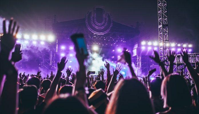 outdoor concerts uk-min coronavirus