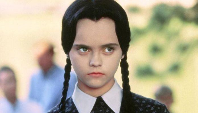 Tim Burton Addams Family Wednesday Netflix-min