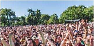 riot fest concert crowd